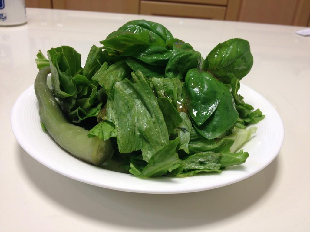 オクラとバジルとレタスのグリーンサラダ